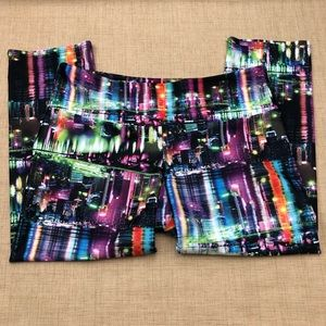 Onzie M/L City Lights Skyscraper Print Capri